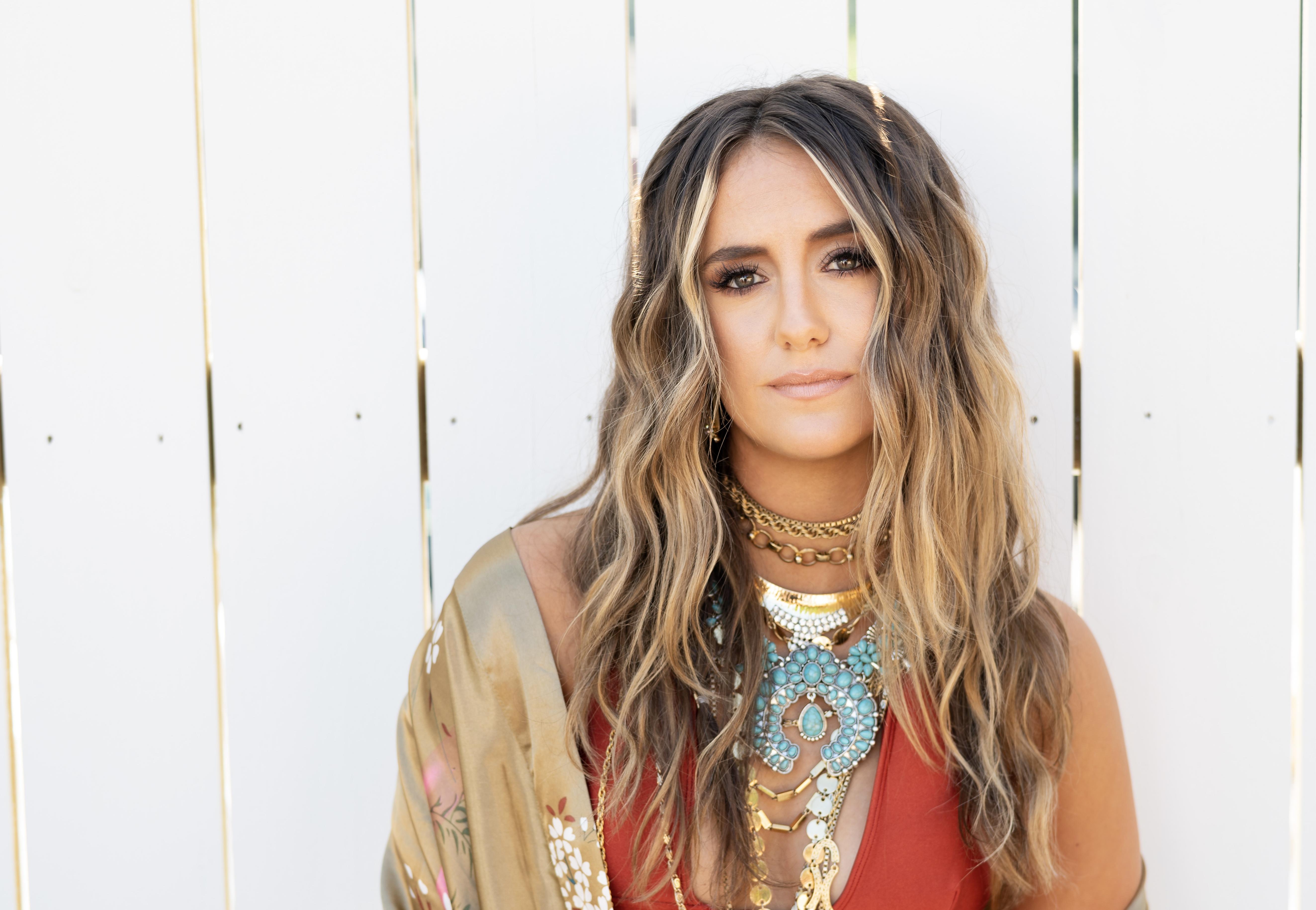 """Lainey Wilson macht """"Roller"""" von Apache 207 zum Country-Song"""